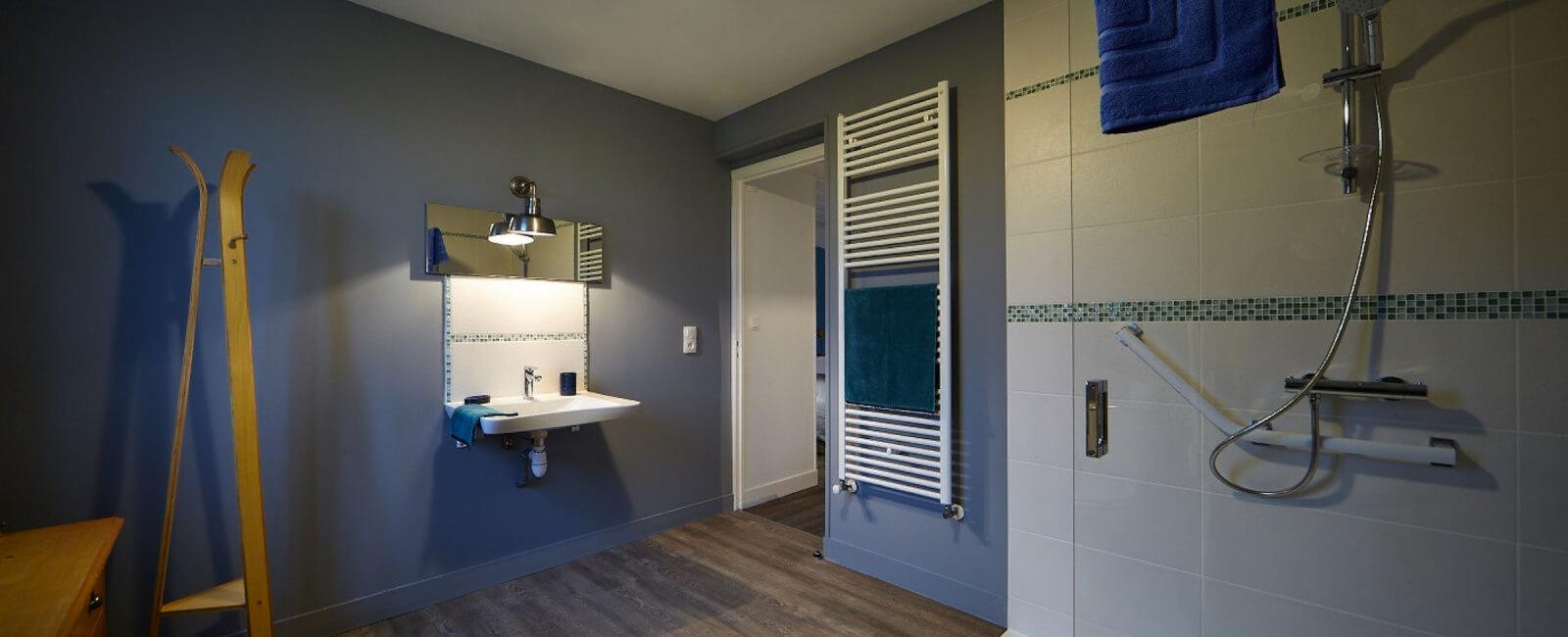 Salle de bain PMR 1